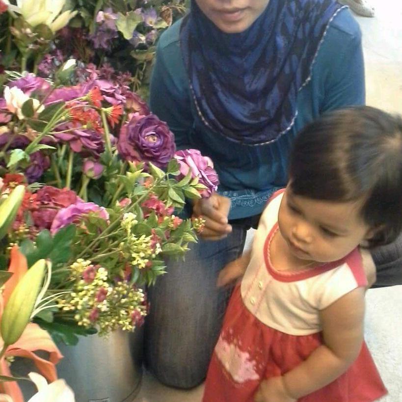 Aisyah and Sarah - 31208748753