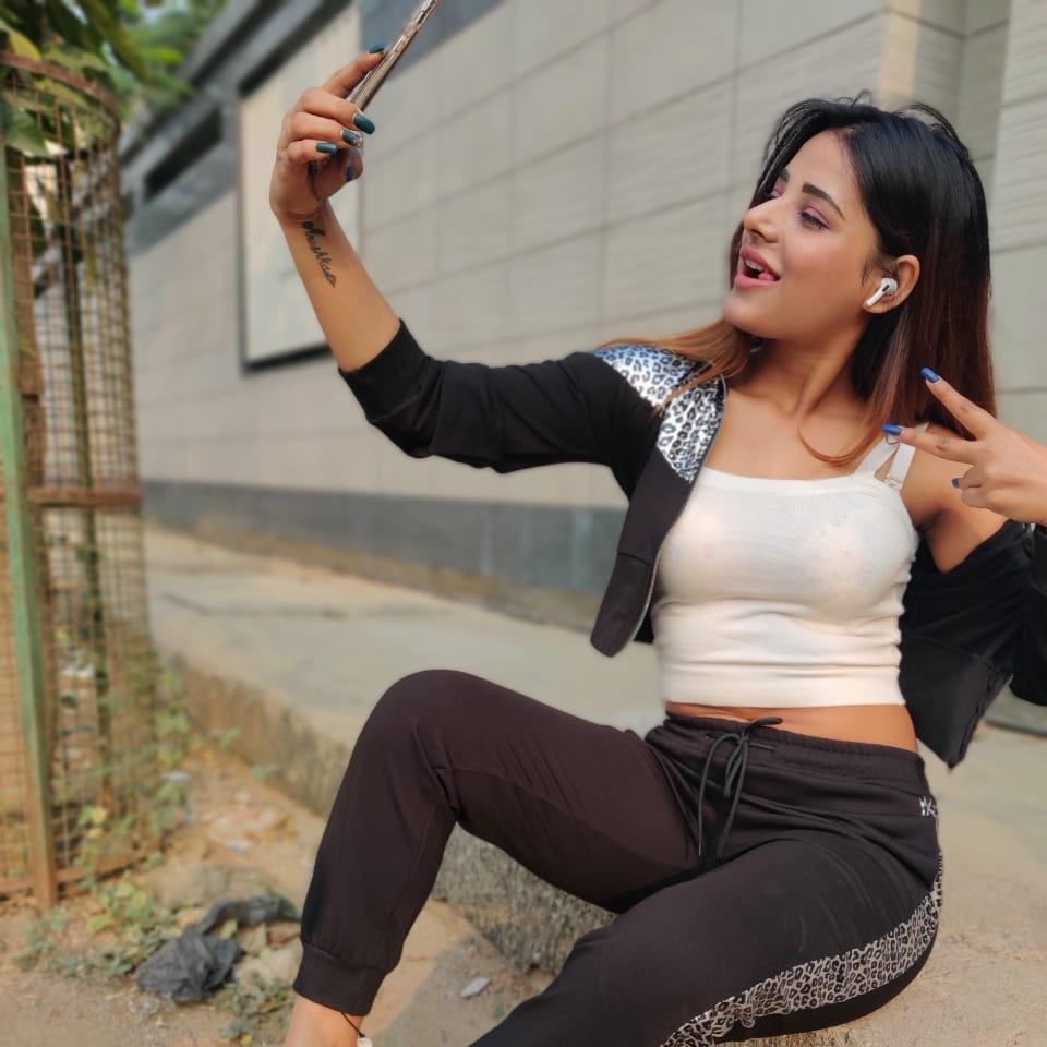 Anushka Srivastava???? - anushka771