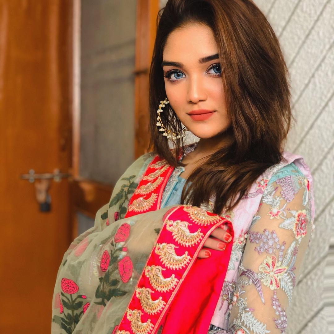 Romaisa Khan - romaisa.khan._
