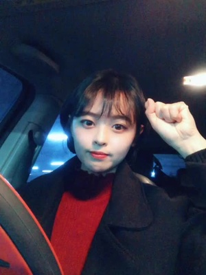윤줌마 - @yun__93 - 모야 쉬어보였는데 어려워 ㅠ ㅋㅋㅋㅋ 그림자때문에 안에 검정목티입은거같넼ㅋㅋㅋ
