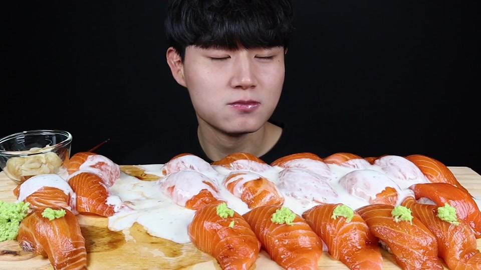youtube : 교광TV #대왕연어초밥#연어초밥#먹방#연어#초밥먹방#연어먹방#요거트#salmon#salmonsushi#sushi#yogurt#sauce#mukbangvideo#mukbangasmr#eatingshow#asmr#mukbang#youtube#교광tv