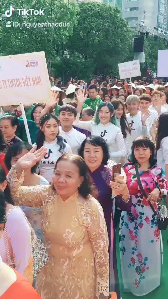 3 Chị @☘️Trà Đặng☘️ @? Tườnq Vyy ? @✨ Linh Barbie ✨ Siêu kute ?#duyendangaodai #aodaivietnam