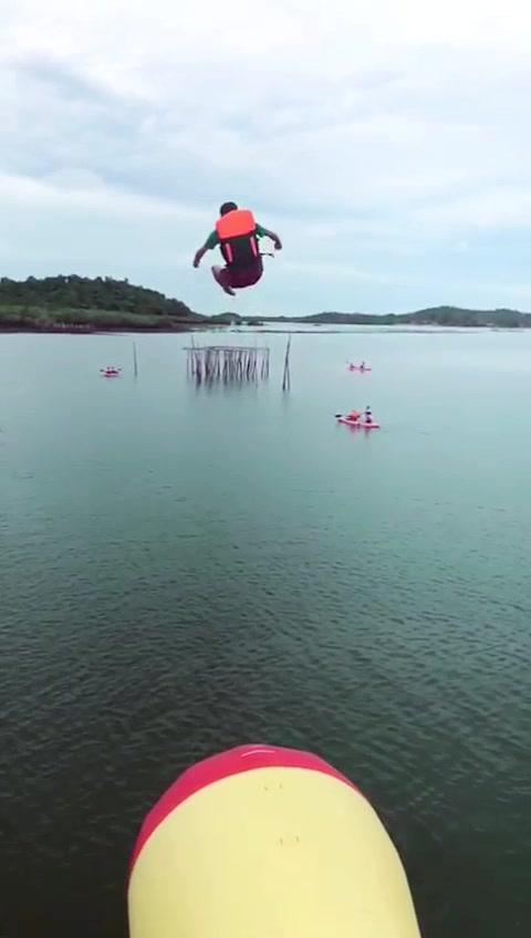 #fatboy#jumping#beach#tiktoker