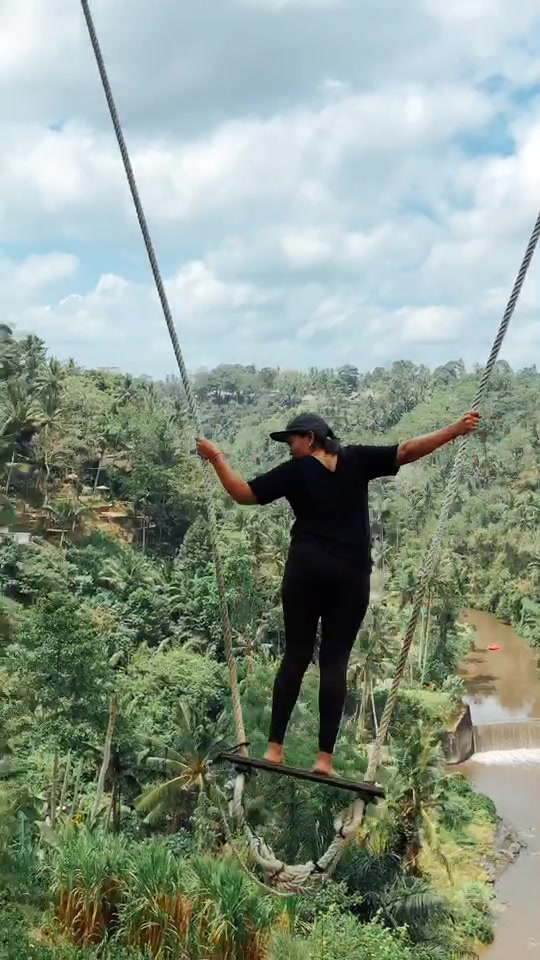 This local woman showed us how to swing 😦 #bali #indonesia #ubud #travel #vacation #viral #bonevoyage #nature #tiktokid #balitiktok #swing #baliswing